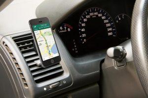 Bezpečné používanie smartfónov v automobiloch